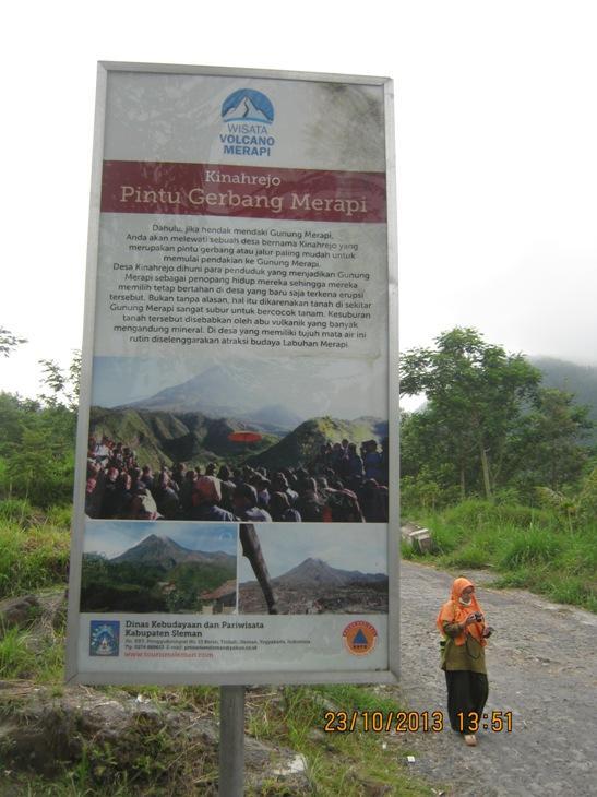 Bekas Desa Kinahrejo yang hancur akibat terjangan awan panas Gunung Merapi