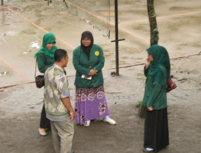 Penjelasan tentang berbagai kegiatan pembelajaran di sekolah alam
