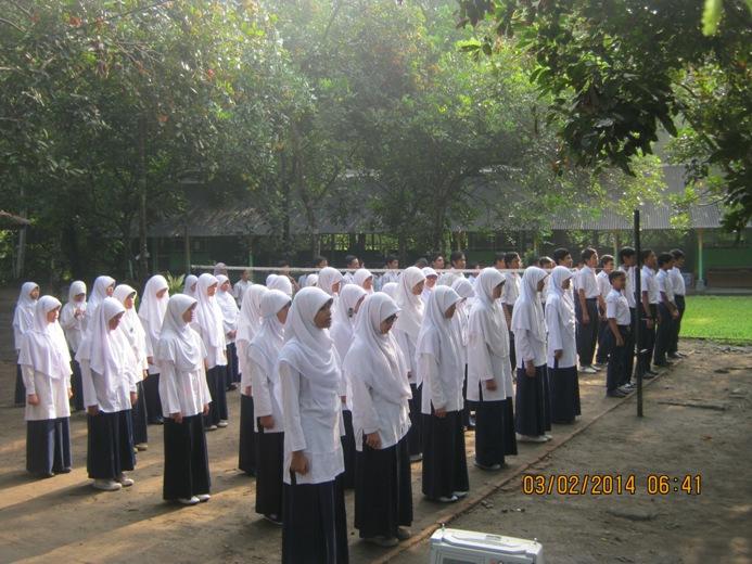 Peserta Didik SMP IT Alam Nurul Islam Melaksanakan Apel Pagi/Upacara